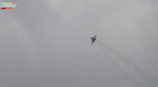 图为飞过阅兵现场的俄空军米格-29。