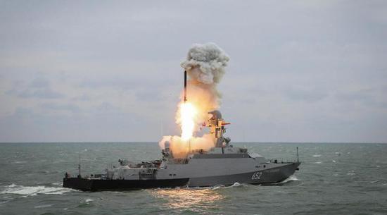 """图片:""""暴徒-M""""级后续舰用的是中国的柴油机"""