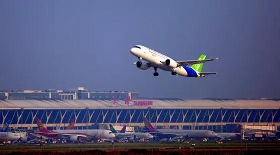 三架中国产飞机直击长空 外国网友:干得漂亮(图)