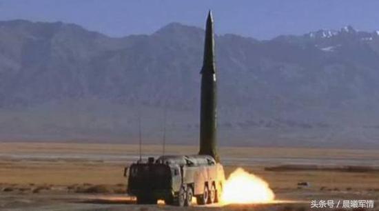在东风16基础上发展的东风17是世界上第一款投入现役的高超音速武器
