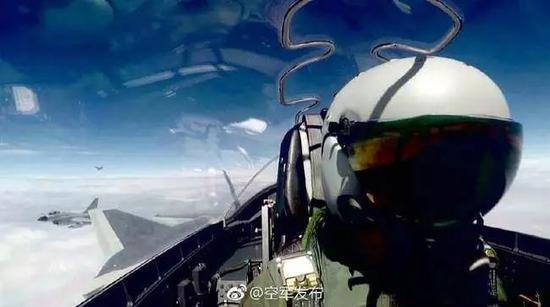 歼-20率领三代机出海训练的图片