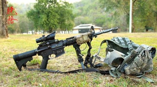 △ 比如AR15,它的槍托就是和槍管同高度的,雖然瞄準基線相對于槍管的高度比較大