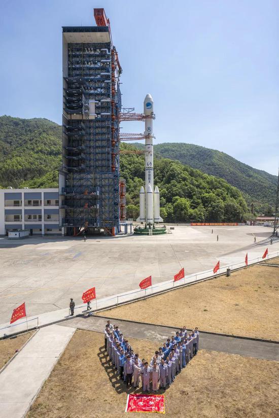 长征三号乙遥三十运载火箭试验团队(史啸 摄)