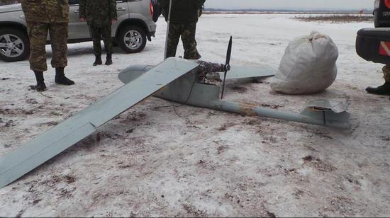 """图为在乌克兰被击落的""""石榴石-4""""无人机。"""