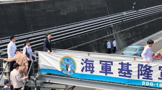 蔡英文登上台军舰搞海上阅兵 算上9艘快艇才20艘(图)北京金库ktv