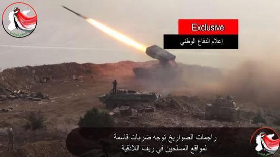 图为发射中的TOS-1A温压火箭炮,该炮在杜马镇进攻中起到了极重要的作用。