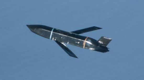美军B1B轰炸机进行远程反舰导弹齐射试验 命中目标