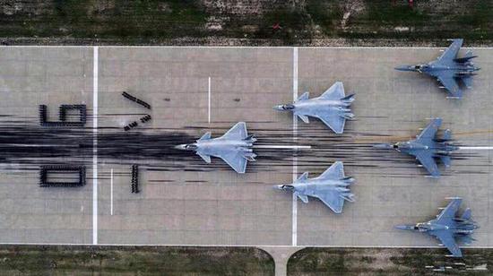 殲-20與殲-16正積極演練如何踹門