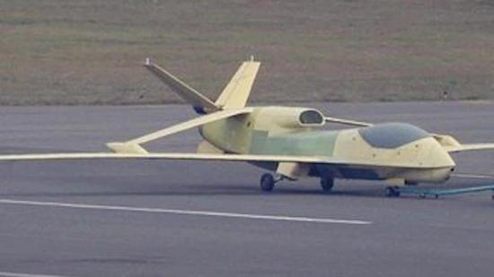 翔龙无人机原型机。
