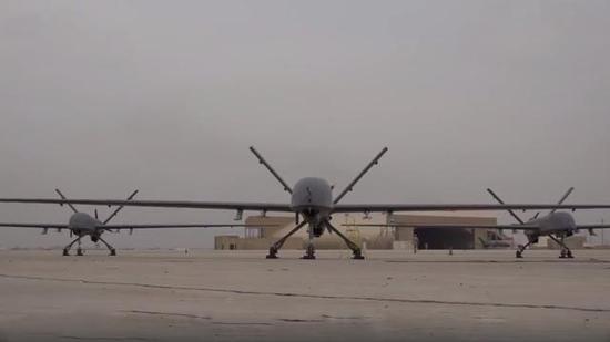 图片:伊拉克陆军展示的中国产彩虹-4无人机群!