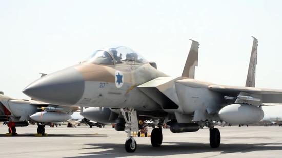 以色列空军的F-15战斗机,可以携带多种空地武器