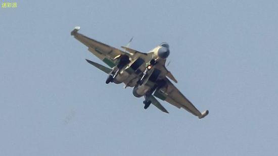 中国歼15舰载电子战机成功首飞 但发动机仍是俄国货绍兴同城游
