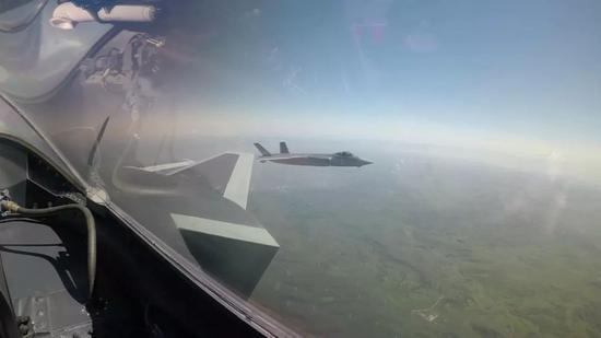 中国歼20形成战力 两年内实现从大漠对抗到海上突防雅格女