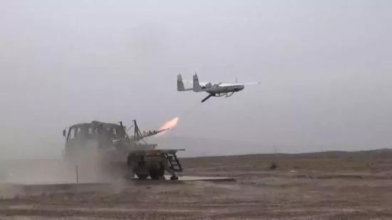 而这个时候陆军各个炮兵营和炮兵旅早已铺开了209无人机 图源:解放军报