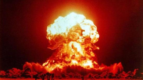 我军耗12年造反导大炮 全重200吨把核弹射上8万米高空