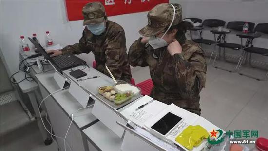 穿脱防护服有多严?陆军医大医疗队用天眼感控动作