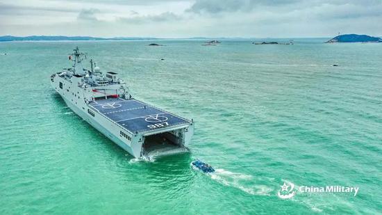 张召忠评075两栖攻击舰海试:对中国海军有这些意义