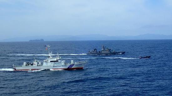 日本海自驱逐舰与海保联训 想牵制中国在钓鱼岛活动