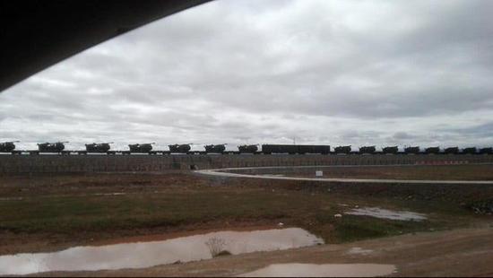 成建制通过铁路运输开赴高原的155毫米车载加榴炮。图片来自网络。