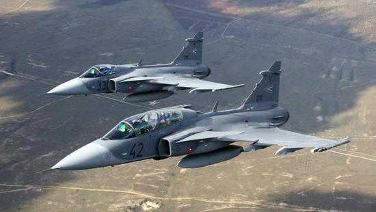 """图为泰国皇家空军新近入列的JAS-39E """"鹰狮""""。"""