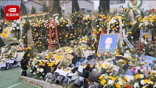 戍边烈士墓前 出现今年清明最令人泪目的画面和文字