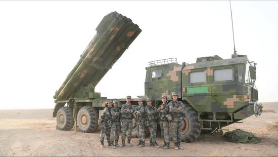 这群征服40吨炮车的远火女兵 退役了……