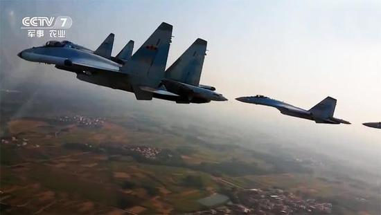我军苏-35机群