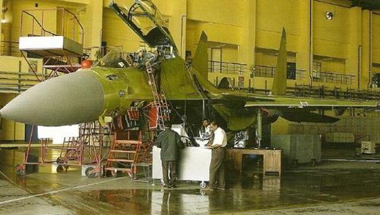 图为印度斯坦航空情况糟糕的生产/维修车间。