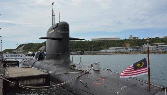 """图为马来西亚海军的""""鲉鱼""""潜艇。"""