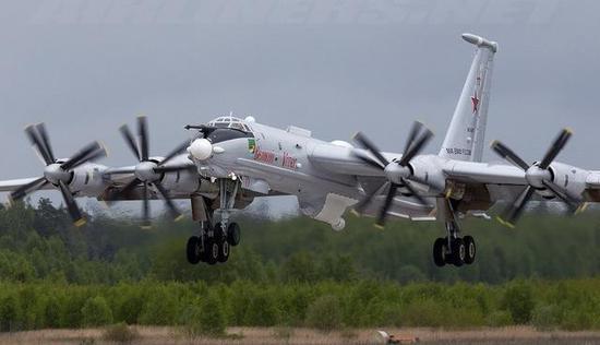 俄罗斯的图142通信中继飞机