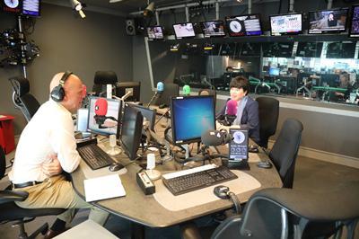 中国驻英公使回应为何要在香港周边部署军事车辆