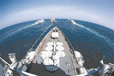 编队航行补给训练。