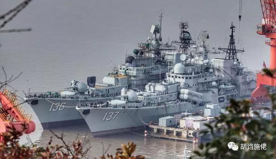 ▲ 早期还处在往下拆设备阶段的136舰
