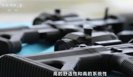 大发888国际线上娱乐|保时捷Taycan实车曝光!纯电超跑安4根假排气你啥意思?
