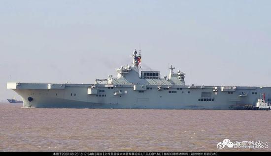 国产隐身舰载无人机亮相 075及076两栖舰将如虎添翼
