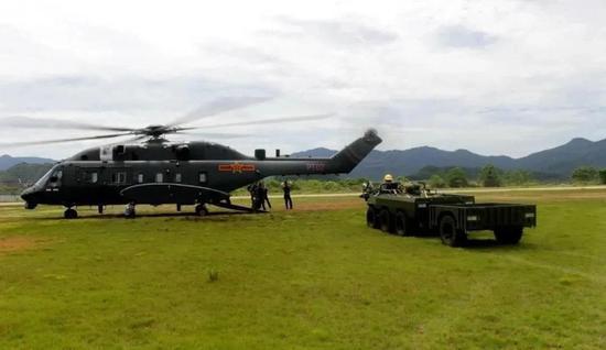 """""""山猫""""全地形车开进直8L货舱 对中国军队意义有多大"""