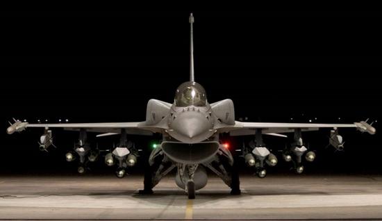"""美媒:台湾拿到的改进型F16V将成""""炸弹卡车"""""""