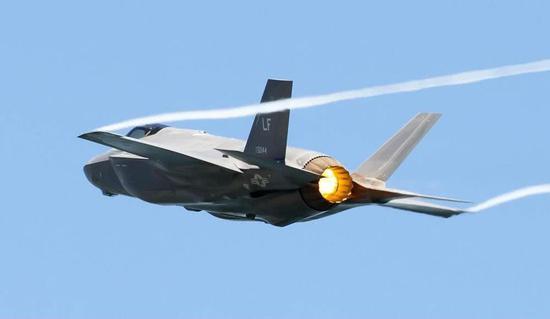 中国第六代战机获多项突破 或不再被发动机卡