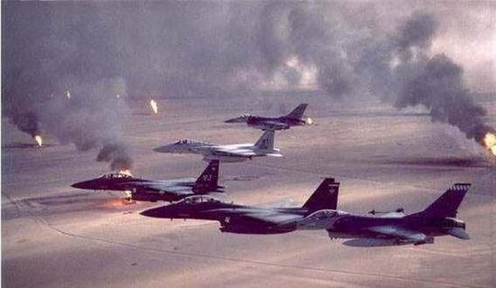 1991年海湾战争后,美军消灭了盘踞在科威特的伊拉克军队,随即以