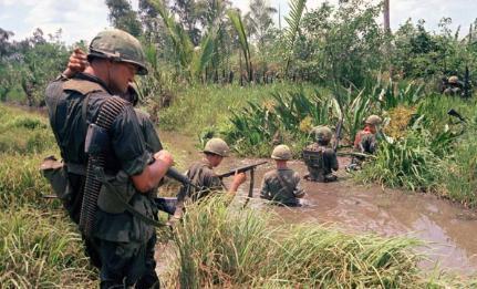 美军内部欺压新兵成风 作战时士兵开枪扫倒一片战友
