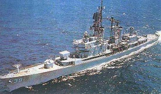 达尔格伦号驱逐舰后部有起降甲板