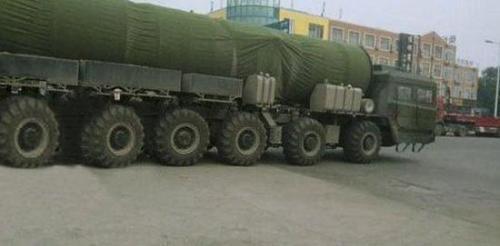 """笔者猜测,这会不会就是进行""""一车一弹""""试验的东风-31导弹呢?"""