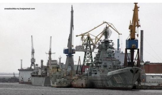 俄航母为何又起火 优秀海军技工收入远不及酒吧女郎