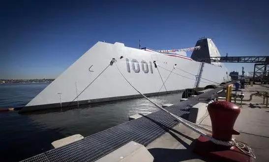 "DDG-1000外形非常科幻,被誉为""银河战舰"""