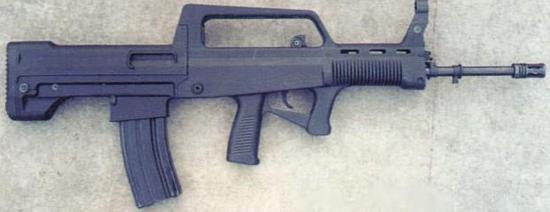 图为基本款QBZ97自动步枪。其枪身右侧没有快慢机,对左撇子极不友好。