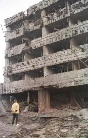 被炸后的中国使馆。(吕岩松摄)