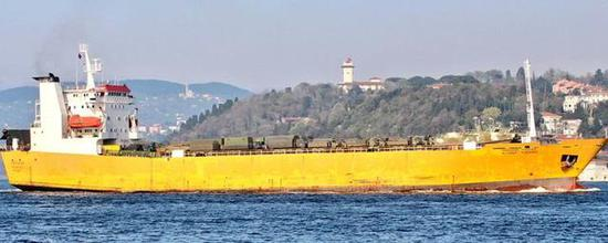 图为当天另一艘开往叙利亚的俄罗斯滚装船。