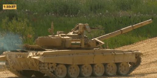 凭借遥控高机和超强马力刷了一圈时髦值的T-90,两台都趴窝了,情何以堪啊