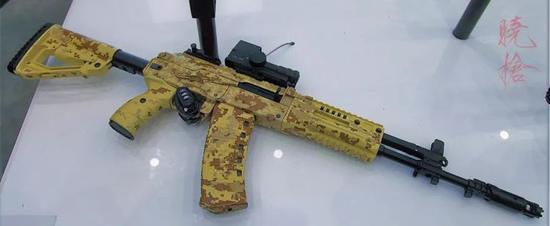 △ 量產版本的AK12,它又改回去了