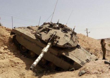 以色列梅卡瓦坦克翻车天安邮件系统起火 致1人死亡3人受伤(图